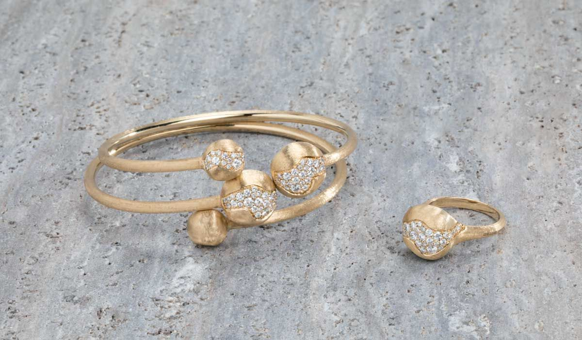 Gold bracelets and ring with diamonds from Africa Constellation.