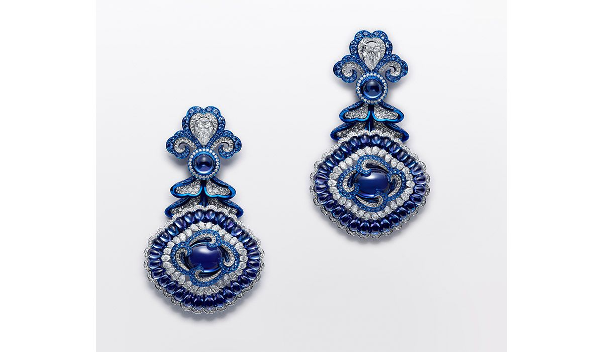 Red Carpet Earrings in white gold and titanium with tanzanite cabochons