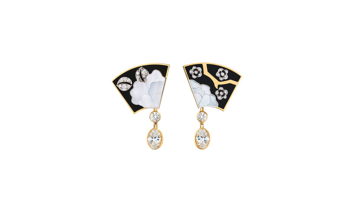 Fleur de Laque earrings - Chanel