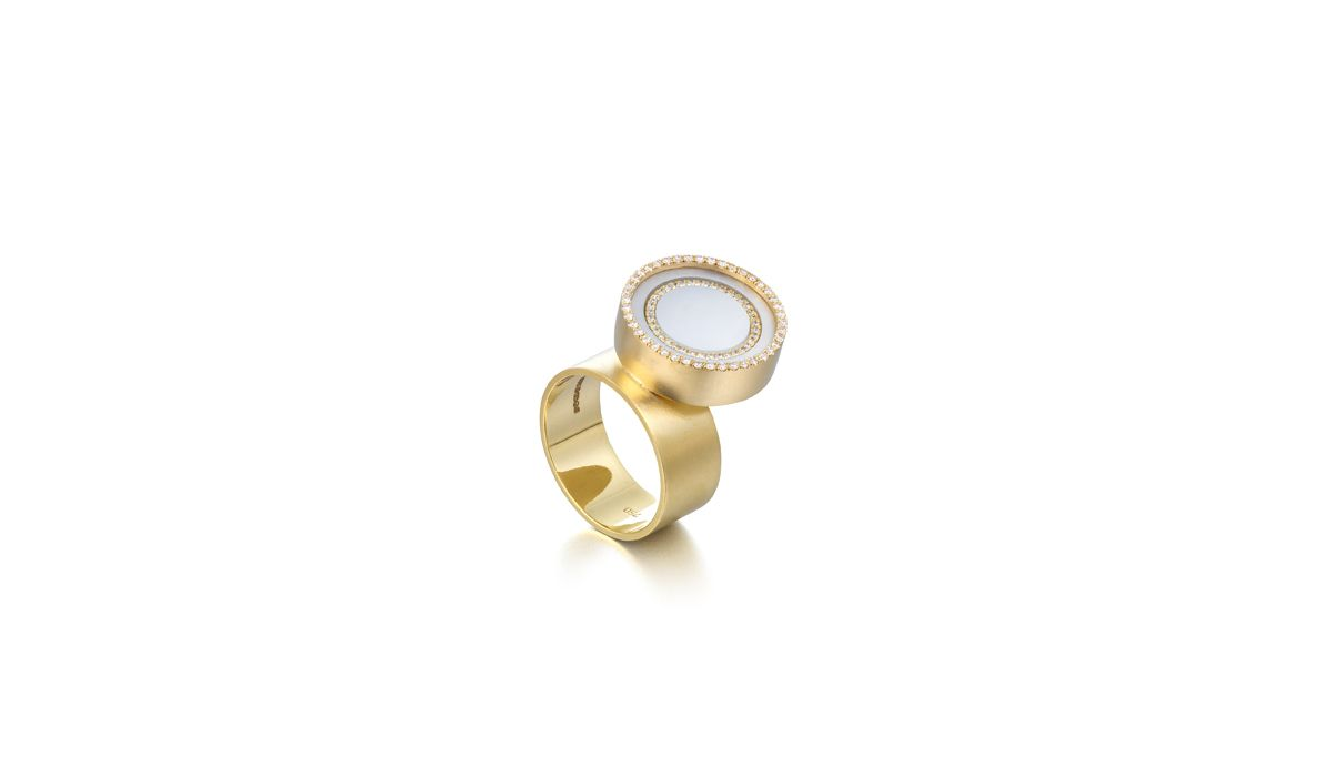Sonia Cheadle, Concentric Circles Ring. 18ct Yellow Gold. Mother of Pearl. White Brilliant Diamond