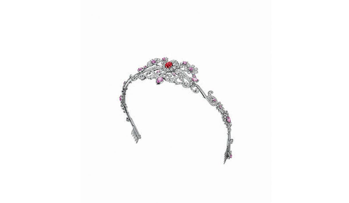 Gucci's Heart and Arrow hair accessory in white gold features a 2.8-carat rubellite, pink sapphires and diamonds