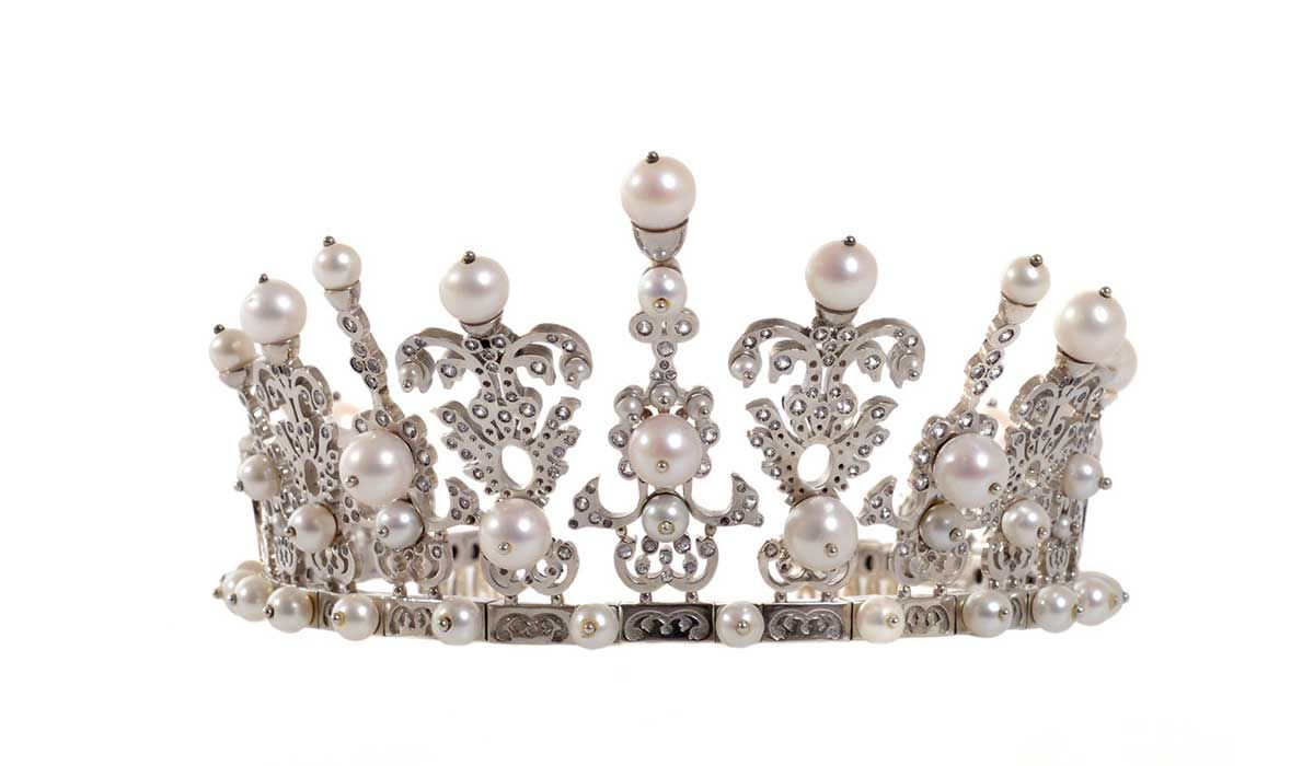 Tiara in white gold with white sapphires and freshwater pearls, Fratelli Ballarino Cavour.