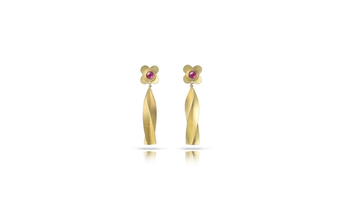 Jean Scott Moncrieff, Medieval Rose with a Twist. 18ct gold quatrefoil earstuds with cabachon ruby and twisted tassel