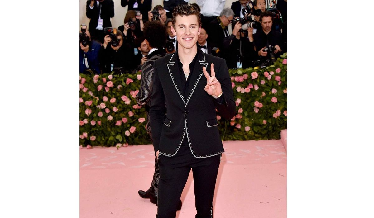 Shawn Mendes wearing David Yurman and John Hardy jewelry
