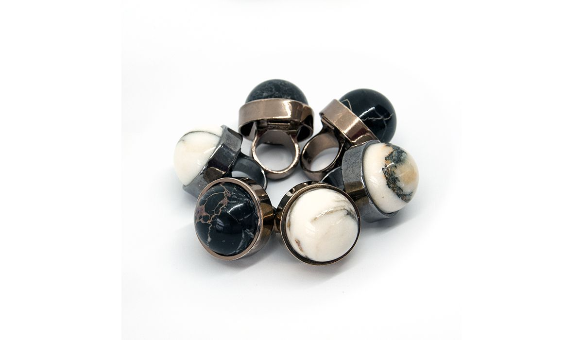 Rings with marble details by Zona67 Jewelry