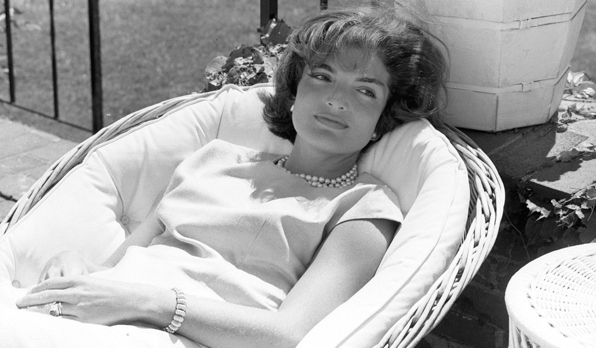 JACKIE FAUTEUIL ROTIN, Tiffany & Co. Photo The Kennedy Image Select.